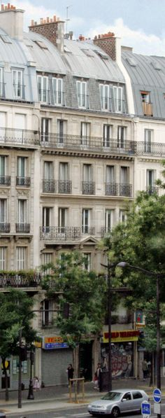 This looks like the apartment building that I stayed in in Paris.