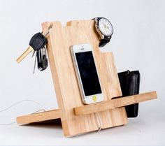 Pallet Cell Phone Holder