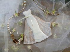 Perníkové svatební šaty