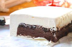 Homemade Ice Cream Cake (Like Dairy Queen) Make Ice Cream Cake, Ice Cream Desserts, Frozen Desserts, Frozen Treats, Dairy Queen, Cake Recipes, Dessert Recipes, Greek Sweets, Sandwiches