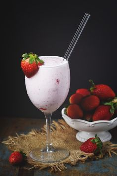 Low-Carb Strawberry Smoothie in a wine glass with a straw.