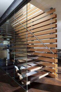 treppe design glaswand dunkles holz stufen stahl gel nder treppe treppe treppen design und. Black Bedroom Furniture Sets. Home Design Ideas