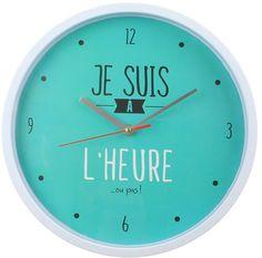 """Laissez-vous séduire par la couleur et l'originalité de cette horloge murale design """"Je suis à l'heure... ou pas !"""" de la marque """"Dites-le avec des mots"""". Une façon originale et décalée de lire l'heure :)  Dimension : 30 cm de diamètre"""