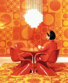 Verner Panton Chair, Wall & Floor Textiles, Chandelier / Selected by Retro Interior Design, Retro Design, Chaise Panton, Theodora Home, Mid-century Modern, Modern Luxury, Vitra Design Museum, Vintage Interiors, Modern Interiors