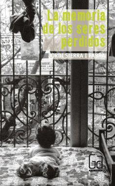 Estela es hija de una pareja de desaparecidos durante la última dictadura militar en la Argentina. Esta tremenda revelación llevará a Estela a la búsqueda de la verdad acerca de su pasado, para poder así construir y pensar su futuro. Truths, Past Tense, Future Tense, Military Dictatorship, Oblivion, Spanish Classroom, Daughter, Couple