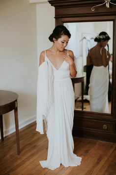 Modern minimalist bridal style | Image by Lauren Louise Photography