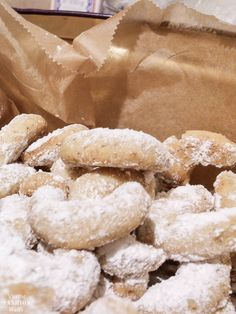 Vanillekipferl nach altbewährtem Rezept The best vanilla biscuits according to Grandma's tried and tested recipe! The secret is the butter … Baking Recipes, Cookie Recipes, Snack Recipes, Dessert Recipes, Snacks, Cupcake Recipes, Christmas Biscuits, Christmas Baking, Christmas Cookies