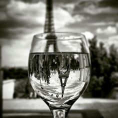 you'll have to fall in love at least once in your life, or Paris has failed to rub off on you. Jackson Pollock, Tour Eiffel, Photos Originales, Find Picture, Creative Photos, Drinking Water, White Wine, Paris France, Color Splash