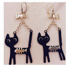 Siyah kedili küpe