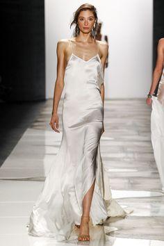 Slip Dress Wedding Gown Dahlia - 100 bridal looks from the spring 2016 runways Slip Dress Street Style, Bridal Looks, Bridal Style, Runway Fashion, Fashion Show, Vogue Fashion, Fashion Pants, 90s Fashion, Korean Fashion