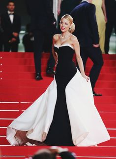 Lively at Cannes Film Festival Blake Lively at Cannes Film Festival.Blake Lively at Cannes Film Festival. Blake Lively Moda, Blake Lively Cannes, Blake Lively Style, Blake Lively Dress, Traje Black Tie, Mode Glamour, Red Carpet Looks, Red Carpet Dresses, Cannes Film Festival