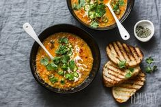 Slow cooker tomato soup – with curried lentils and coconut Lebanese Lentil Soup, Red Lentil Soup, Slow Cooker Soup, Slow Cooker Recipes, Curry Coco, Lentil Soup Recipes, Chutney, Lentils, Healthy Recipes