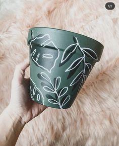 Painted Plant Pots, Painted Flower Pots, Diy Arts And Crafts, Crafts To Make, Diy Crafts, Flower Pot Art, Decorated Flower Pots, Pottery Painting Designs, Plant Decor