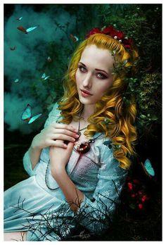 Фентези-девушка и бабочки