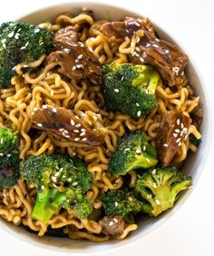 Beef and Broccoli Ramen Minutes!) - Chef Savvy - There are so many reasons to love this one skillet Beef and Broccoli Ramen. Asian Recipes, Beef Recipes, Cooking Recipes, Healthy Recipes, Ethnic Recipes, Beef Ramen Noodle Recipes, Broccoli Beef, Broccoli Quiche, Rind