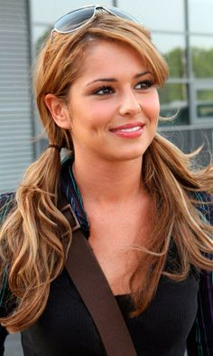 Cheryl Cole hairstyles love her hair here Cheryl Cole Hair, Cheryl Cole Style, Cheryl Ann Tweedy, Cheryl Fernandez Versini, Pigtail Hairstyles, Komplette Outfits, Jolie Photo, Layered Hair, Pretty Face