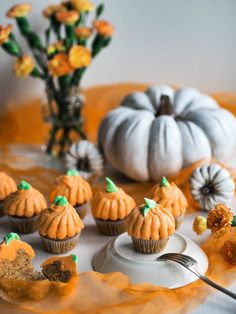 Omenaiset Halloween Muffinssit Halloween Baking, Holidays, Easy, Desserts, Food, Vacations, Holidays Events, Meal, Deserts
