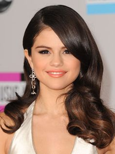 Selena's got Hollywood glamour down!