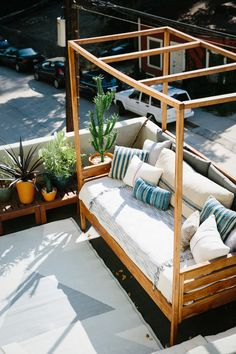 An Airy Los Angeles Treehouse   Design*Sponge