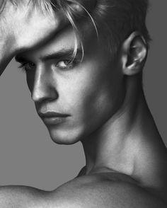 That look! @oliver_stummvoll @louismayhew @anthonyjulienmeyer @peplvm.magazine via @troy_wise @5by5forever #OliverStummvoll #louismayhew #AnthonyMeyer #PeplvmMagazine #spring2016 #malemodel #malestyle #malebeauty #malefashion #malephotography #masculinedosage #abs #hotbody #ia #instahot #instalike #fashion #fashioneditorial #fashionphotography #editorial #photography #instabeauty #imageamplified #rickguzman #troywise