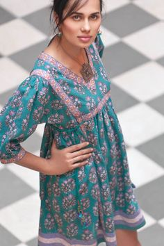 Cotton Tunics from Anokhi - pioneers of hand blocking, is situated in Jaipur. Anokhi has developing areas such as appliqué, embroidery, patchwork bead work. Asian Fashion, Boho Fashion, Womens Fashion, Fall Fashion, Cotton Tunics, Cotton Dresses, Estilo India, Bohemian Style, Boho Chic