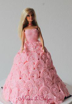 Make it Cozee: DIY Under $20 Barbie Cake