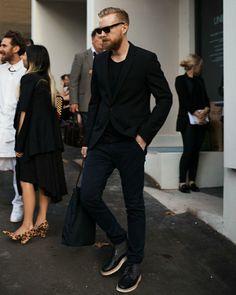 all black outfit for men black blazer black t-shirt black jeans black shoes mens street style Mode Masculine, Look Fashion, Mens Fashion, Fashion Styles, Fashion Menswear, Fashion Photo, Fashion Outfits, Look Blazer, Look Man