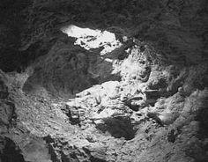 Самой большой вулканической пещерой является Куэва-де-лос-Вердес. Она находится на Лансароте, одном из Канарских островов.