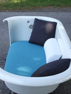 Breakfast At Tiffany's Tub Couch by Kat :D
