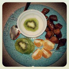 Repairvite Breakfast: coconut yogurt, clementine, kiwi, and Hebrew National All Natural Beef Franks