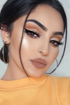 53 Fascinating Smokey Eye Makeup Ideas Women is close to make up. They crazily love to do make up since it adds attractiveness of the whole […] Eye Makeup Glitter, Cat Eye Makeup, Eye Makeup Tips, Smokey Eye Makeup, Sexy Makeup, Beauty Makeup, Winged Eyeliner, Smoky Eye, Makeup Geek