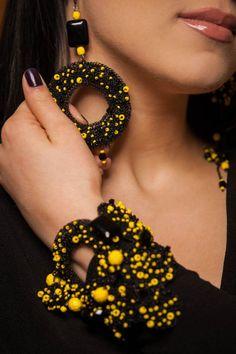 Crochet Bracelet, Crochet Earrings, Jewelry Sets, Unique Jewelry, Jewelry Design, Trending Outfits, Jewellery, Beads, Handmade Gifts
