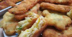 Τηγανίτες με τυριά και τριμμένο κολοκυθάκι! Για πρωινό είναι υπέροχες…. για βραδινό με μπυρίτσα δεν το συζητώ!!! Πολύ ε... No Cook Desserts, Dessert Recipes, Finger Foods, Chicken Wings, Sausage, Side Dishes, Bacon, Appetizers, Food And Drink