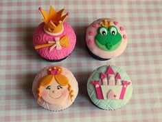Princess cupcakes for Teagan (except with brown hair). The crown can also be flat and on another cupcake with and the wand made larger Kittrell Kittrell Deyo Fun Cupcakes, Cupcake Cookies, Ladybug Cupcakes, Kitty Cupcakes, Snowman Cupcakes, Cupcake Wars, Giant Cupcakes, Cupcake Toppers, Princess Cupcakes