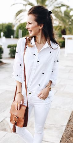 3a90f94425  summer  outfits White Printed Shirt + White Skinny Jeans + Camel Shoulder  Bag Printed