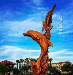 Beautifully #carved #tree. This #artist works his #magic on dead #trees turning would-be #firewood into #art. #gulfcoast #dolphin #dolphins #pelican #wood #woodworking #woodwork #carving #chainsaw #chainsawcarving #mississippi #dixie #wow #talent #talented #photooftheday #picoftheday #pic de beardmohawk
