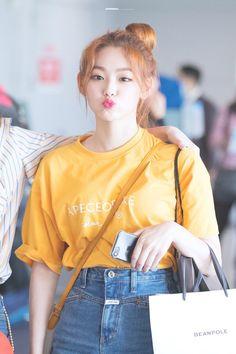 Kpop Girl Groups, Korean Girl Groups, Kpop Girls, Kpop Fashion, Korean Fashion, Korean Girlfriend, Pre Debut, Shorts Jeans, Asia Girl