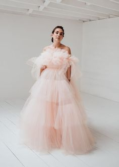 Making A Wedding Dress, Wedding Dress Styles, Bridal Dresses, Prom Dresses, Elegant Dresses, Pretty Dresses, Dresses Short, High Fashion Dresses, Fashion Poses