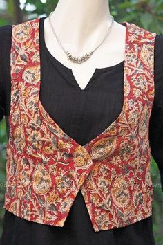 Ethnic Kalamkari Block Print Jacket with a beautiful kalamkari fabric designed in a contemporary style. to make you look chic, bright and smart at any time. Salwar Pattern, Kurti Patterns, Sewing Patterns, Dress Neck Designs, Blouse Designs, Chudi Neck Designs, Sewing Dresses For Women, Clothes For Women, Kalamkari Dresses