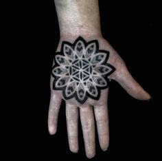 Este palma tat http://tatuagens247.blogspot.com/2016/08/linda-mandala-tatuagens-voce-vai.html