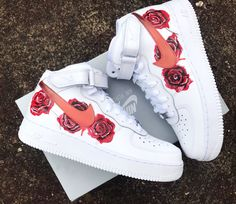 From the court in to today's fashion scene, the Air Force 1 continues to revolutionize sneaker culture. Find the latest Air Force 1 styles at Nike. Moda Sneakers, Cute Sneakers, Shoes Sneakers, Girls Sneakers, Adidas Shoes, Jordan Shoes Girls, Girls Shoes, Shoes Women, Souliers Nike