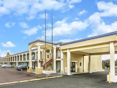 Ashland (VA) Days Inn Ashland United States, North America Days Inn Ashland is conveniently located in the popular Ashland area. The hotel offers guests a range of services and amenities designed to provide comfort and convenience. Free Wi-Fi in all rooms, 24-hour front desk, family room, pets allowed are on the list of things guests can enjoy. Designed for comfort, selected guestrooms offer air conditioning, heating, desk, balcony/terrace, alarm clock to ensure a restful nigh...