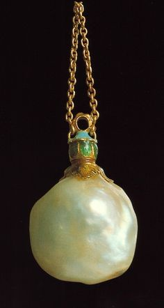 Dutch Manufacture, 16th century, gold and enamel pendant with baroque pearl in the form of a flask. Museo de ll'Argenteria, Firenze.