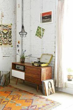 interessantes retro wohnzimmer - hölzerne möbel - wohnen in vintage