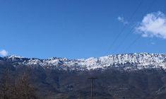 Στο όρος Κόζιακα, στον νομό Τρικάλων, ο 'θεός' της ιατρικής, Ασκληπιός, αξιοποιούσε την πολύ μεγάλη φυτική βιοποικιλότητα που διαθέτει η περιοχή, με τα μοναδικά χαρακτηριστικά αρωματικά και φαρμακευτικά φυτά, για να παρασκευάζει φάρμακα για τους ασθενείς, συλλέγοντας βότανα. Mount Everest, Mountains, Nature, Travel, Image, Naturaleza, Viajes, Destinations, Traveling