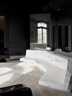 White marble furniture by French architect Joseph Dirand, with mirrors, black wall panelling and solid wood flooring Architecture Design, Parisian Architecture, Modern Interior, Interior Styling, Interior And Exterior, Classic Interior, Dark Interiors, Beautiful Interiors, Joseph Dirand