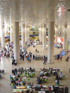 Hypostyle Arrivals Hall at Terminal 3 of the Ben Gurion International Airport, Tel Aviv, ISRAEL Terra Santa, Israel Travel, Israel Tourism, Israel Trip, Naher Osten, Tel Aviv Israel, Visit Israel, Israel Palestine, Holy Land