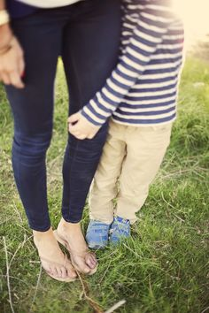 mommy + son <3.. I will have this kind of picture someday. Mother Son Poses, Mother Son Pictures, Boy Pictures, Mommy And Me Photo Shoot, Boy Photo Shoot, Toddler Photos, Baby Boy Photos, Children Photography, Family Photography