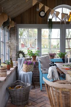 Call and Sweet - Call and Sweet - Elsie De Wolfe, Shed Design, Tiny House Design, Home Decor Furniture, Outdoor Furniture Sets, Outdoor Decor, Rustic Cottage, Cottage Style, Garden Care