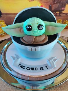 Mandalori-One Celebration Baby Yoda/The Child Cake Thomas Birthday, Star Wars Birthday, Baby Birthday, First Birthday Parties, First Birthdays, Birthday Ideas, Star Wars Food, Star Wars Cake, Yoda Cake
